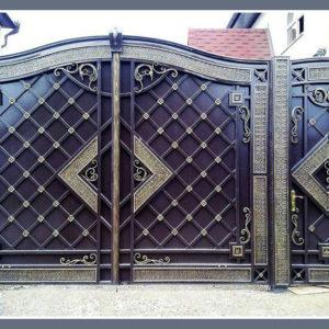 Кованые ворота с калиткой Классические кованые ворота Лион Арт. В-016 Norkovka