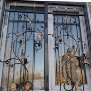 Кованые оконные решетки Решетка на окно с листьями Арт. Р-010 Norkovka
