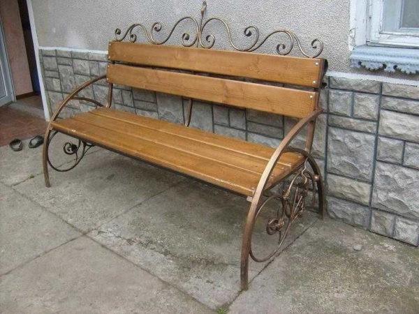Деревянная скамейка с кованым основанием Арт. СК-001