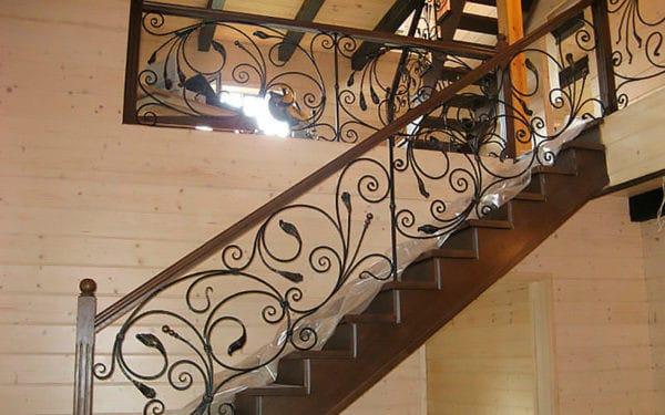 Кованая лестница из темного металла Аксель Арт. Л-003