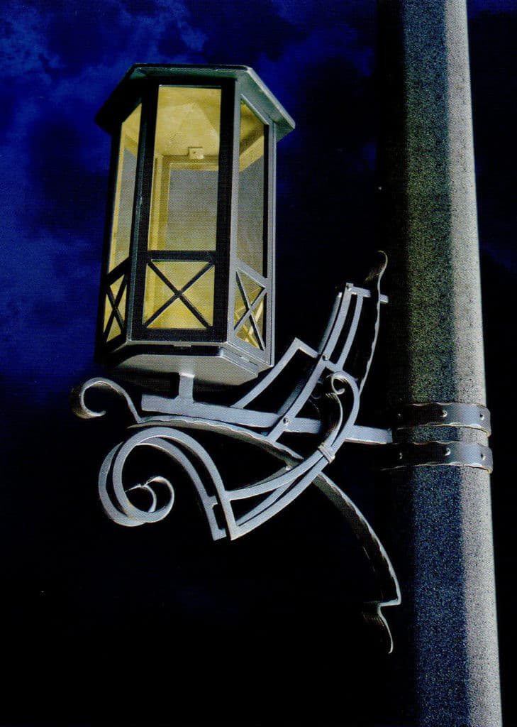 Кованые люстры, светильники Кованный светильник чёрного цвета Арт. Л-007 Norkovka