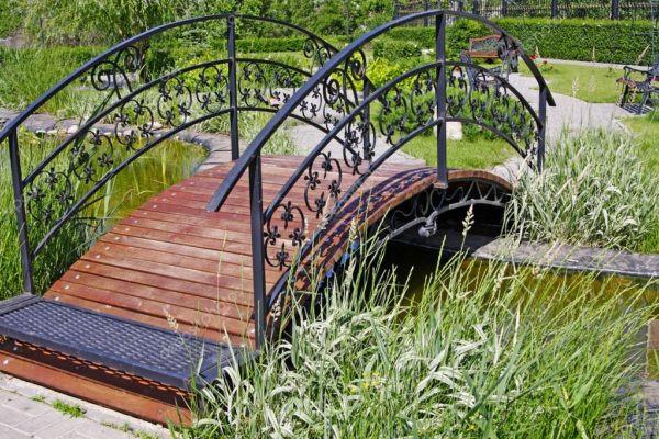 Кованый мостик для частного дома Арт. МО-008