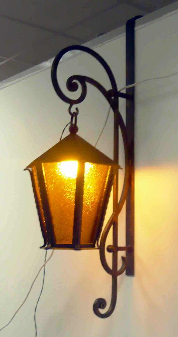 Закрытый светильник Арт. Л-001