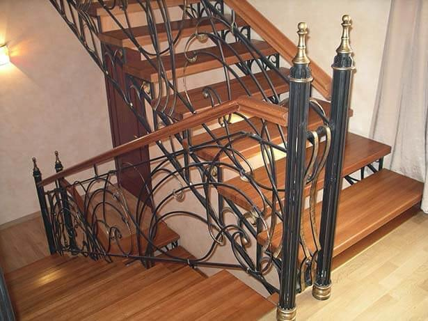 Кованые лестницы Деревянная лестница с коваными перилами Селеста Арт. Л-012 Norkovka