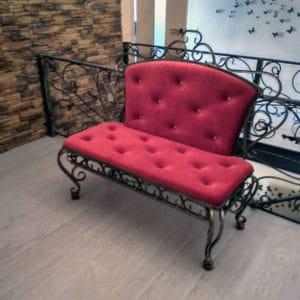 Красный кованый диван Арт. М-010