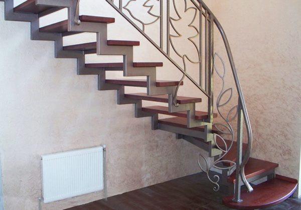 Кованая лестница из светлого металла Симона Арт. Л-006