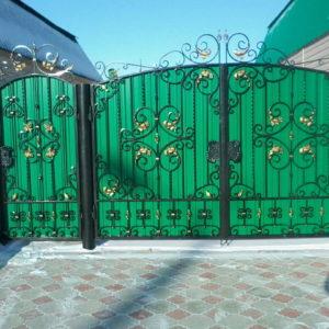 Ворота из профнастила с ковкой Кованные ворота из профнастила 2 Norkovka
